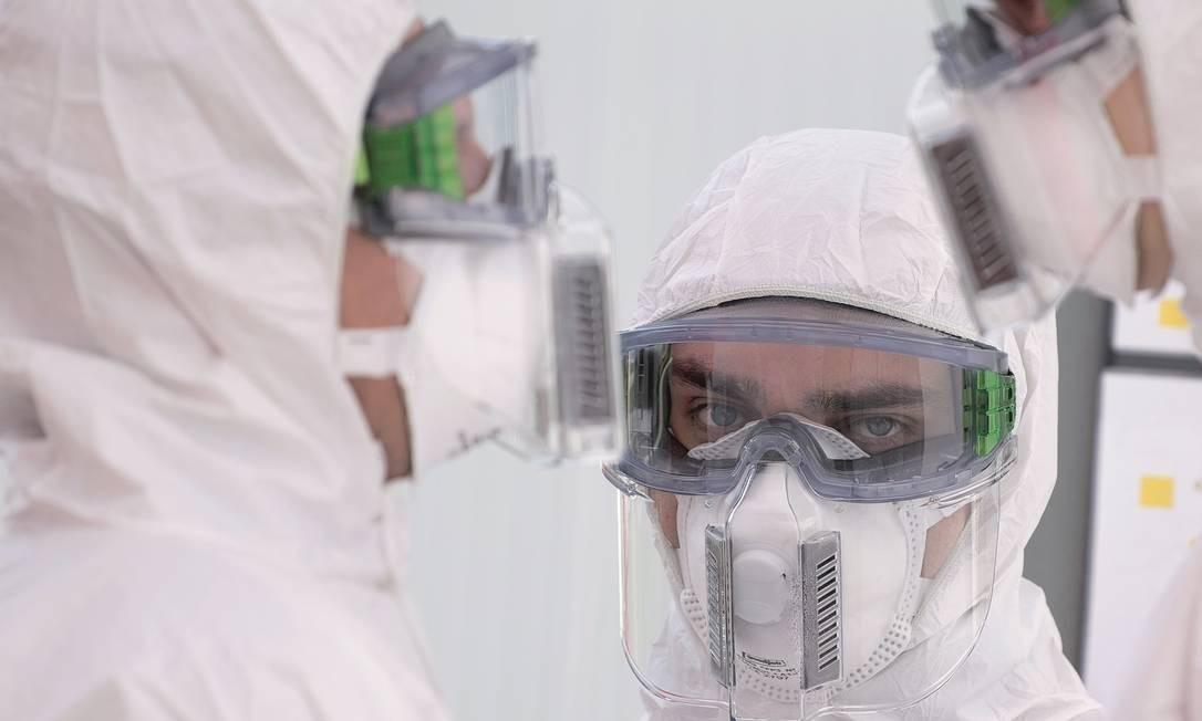 Na Alemanha, a política de testes em massa ajudou a conter a disseminação da doença. Foto: Sebastian Kahnert / picture alliance / Getty Images