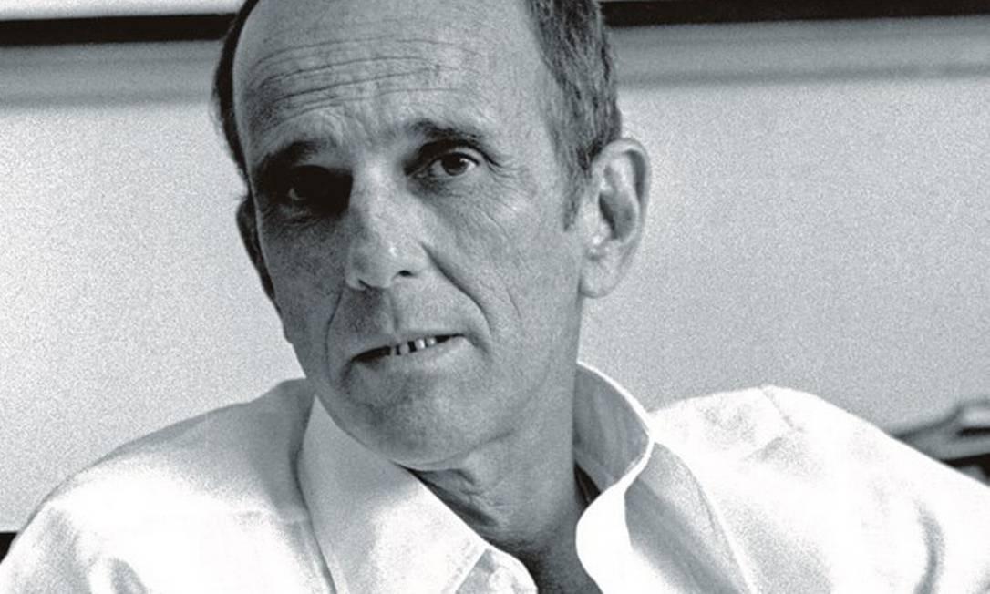 Rubem Fonseca, em 1975. O autor foi responsável por uma nova ideia de literatura urbana, ultrarrealista e crua. Foto: Paulo Moura