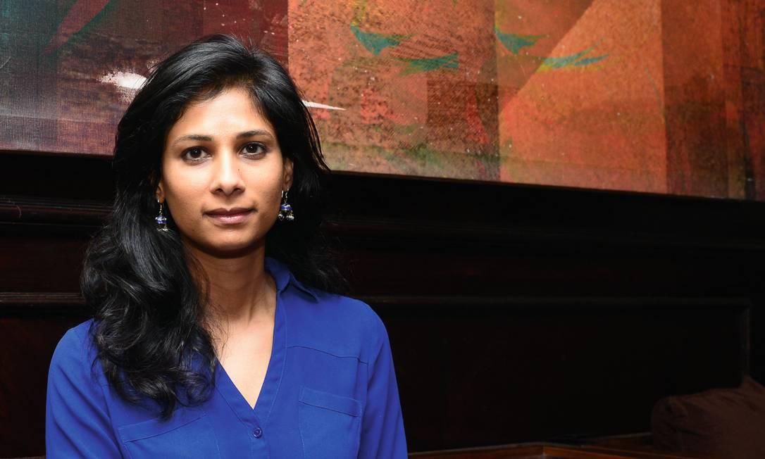 Gita Gopinath vê, pelo menos, um lado positivo na atual crise: pode trabalhar de casa, em Boston, em vez de passar a semana em Washington, sede do FMI. Foto: Ramesh Pathania / Hindustan Times / Getty Images