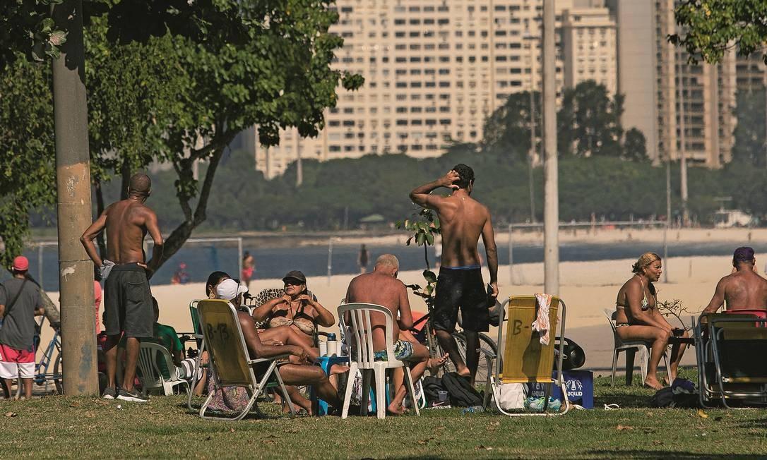 Apesar do aumento do número de casos e mortos no Rio, pessoas se reúnem em aglomeração no Aterro do Flamengo no fim de semana de 17 de maio. Foto: Gabriel Monteiro / Agência O Globo