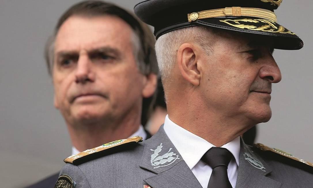 Jair Bolsonaro em evento militar em São Paulo, ao lado do ministro Luiz Eduardo Ramos Foto: Edilson Dantas / Agência O Globo