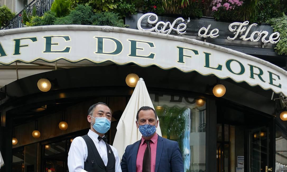 O gerente Frédéric Minerba e o garçom Tetsuya, um japonês que trabalha há 20 anos no local. Foto: Fernando Eichenberg / Agência O Globo