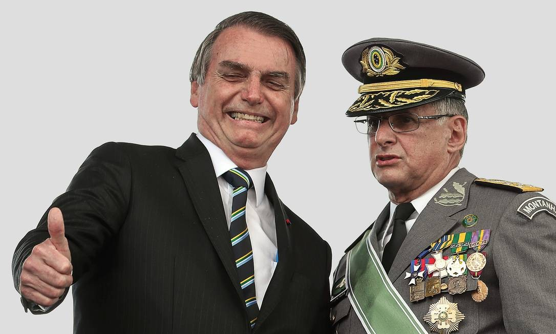 Edson Pujol, comandante do Exército que tem relação difícil com Jair Bolsonaro, reuniu-se na semana passada com Gilmar Mendes. Foto: Marcos Corrêa / PR