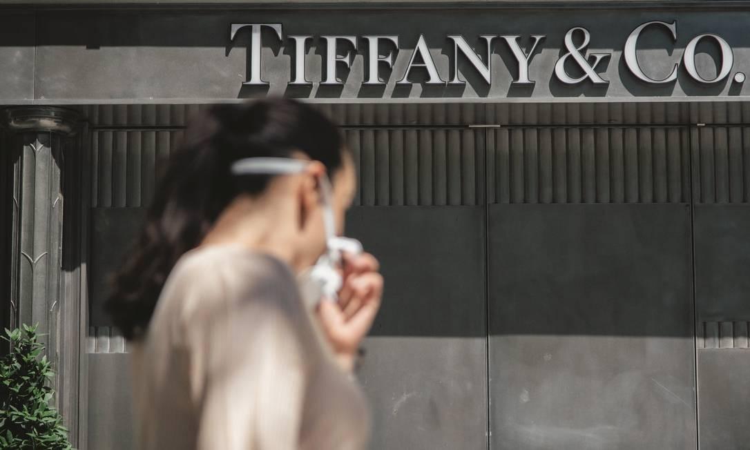 Loja da Tiffany na Champs-Élysées, em Paris. A marca foi adquirida pelo grupo LVMH por um valor que, segundo fontes, os acionistas podem ter considerado alto demais, em razão da pandemia. Foto: Cyril Marcilhacy / Bloomberg via Getty Images
