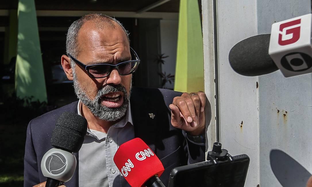 O blogueiro Allan dos Santos durante operação da Polícia Federal realizada em sua residência, em Brasília, no dia 27 de maio de 2020, para apurar seu envolvimento no financiamento de protestos antidemocráticos. Foto: Gabriela Biló / Estadão Conteúdo