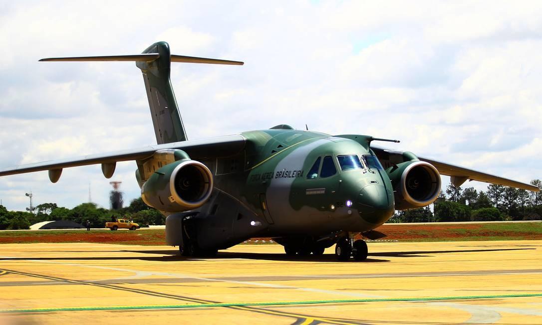 Modelo da aeronave KC-390. Foto: Jorge William / Agência O Globo
