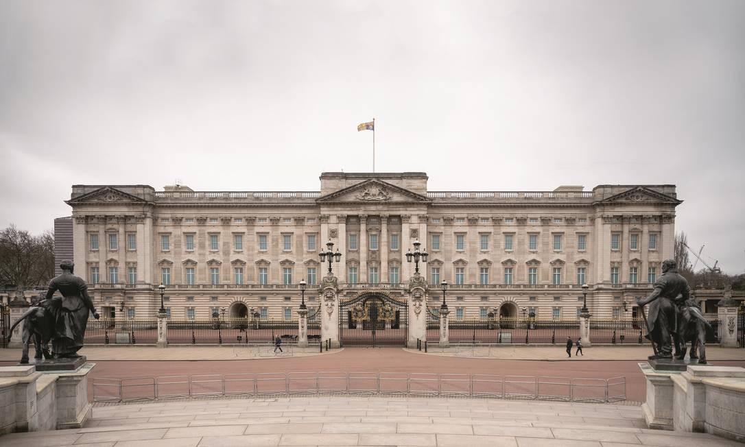 O Palácio de Buckingham, em Londres, sem turistas nem receita com ingressos. Foto: Leon Neal / Getty Images