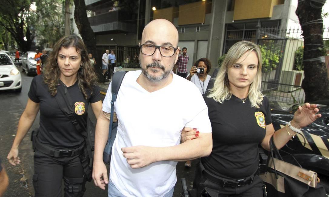 Diniz, ao ser preso pela Polícia Federal, no Leblon, Rio de Janeiro, em fevereiro de 2018. Foto: Paulo Nicolella / Agência O Globo