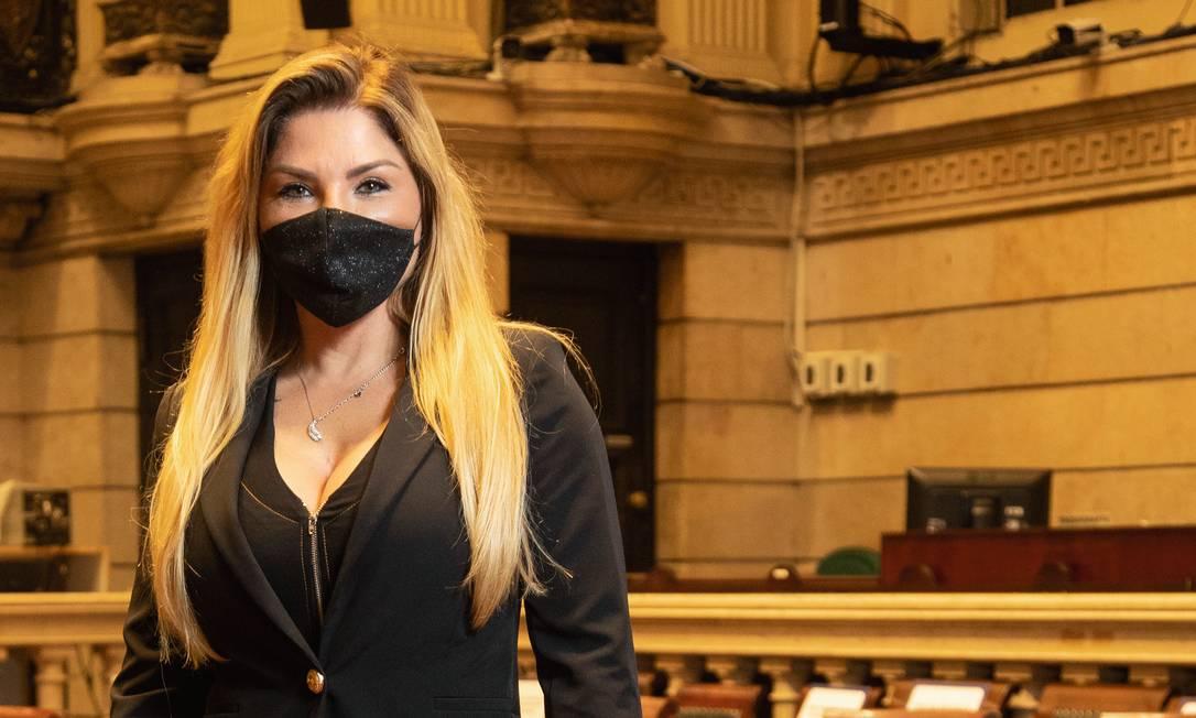 """Veronica Costa (DEM), a """"mãe loura do funk"""", está em sua quinta legislatura, mas ainda é alvo de machismo. """"Quando a gente vira as costas, falam uma gracinha. Sempre"""", disse. Foto: Ana Branco / Agência O Globo"""