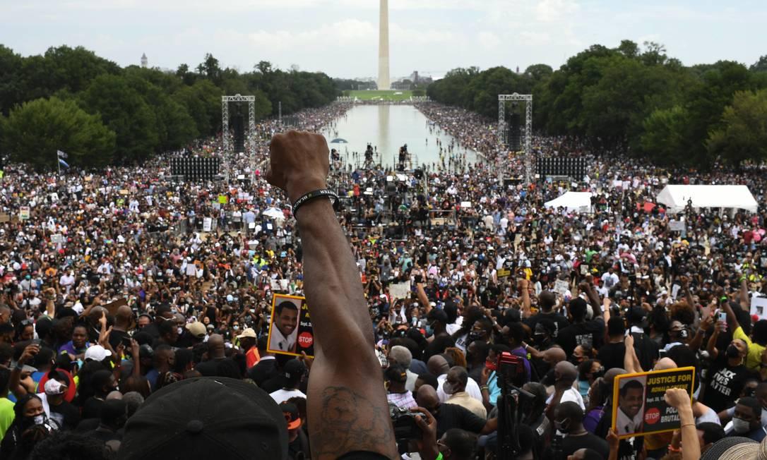 """Manifestantes antirracismo protestam em Washington em celebração ao aniversário do discurso épico de Martin Luther King (""""Eu tenho um sonho""""). O tema é um dos principais divisores entre o eleitorado americano. Foto: Eric Baradat / AFP"""