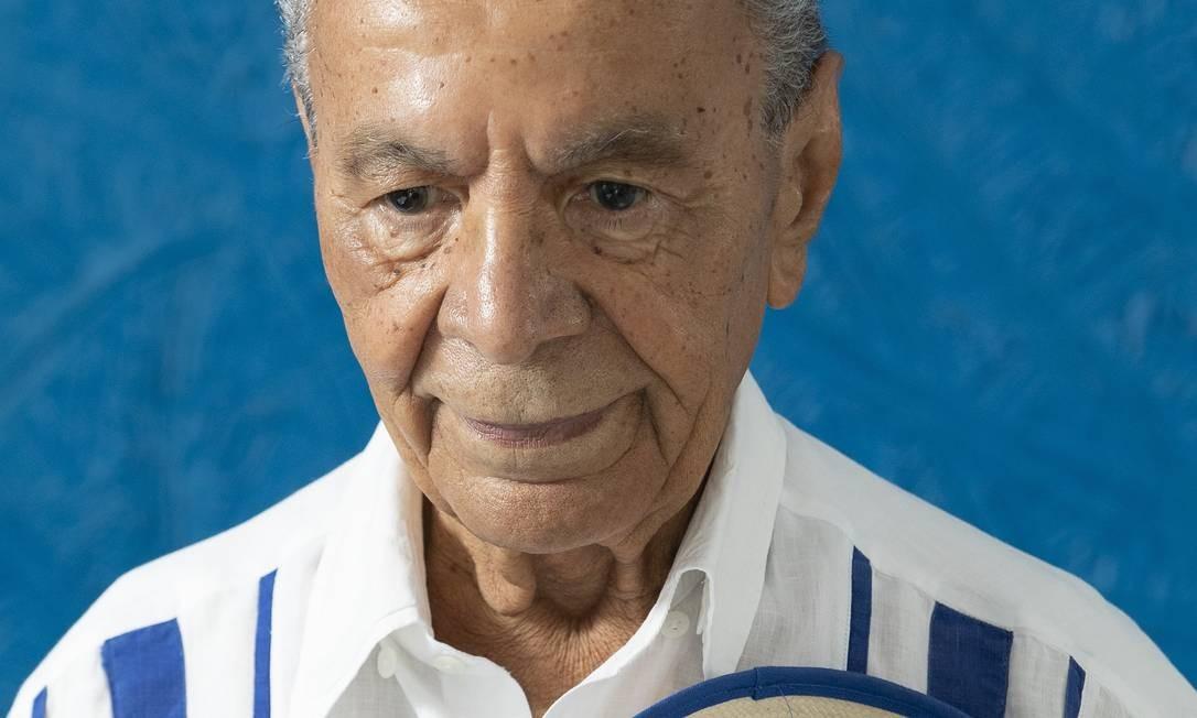 Aos 87 anos, Monarco lamenta a suspensão do Carnaval provocada pela pandemia do novo coronavírus. Foto: Ana Branco / Agência O Globo