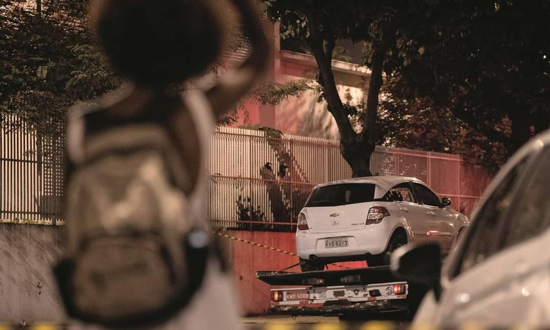 A primeira perícia no carro onde estava a vereadora Marielle Franco encontrou 11 marcas de tiros. Quatro atingiram a parlamentar do PSOL. Foto: Mauro Pimentel / AFP