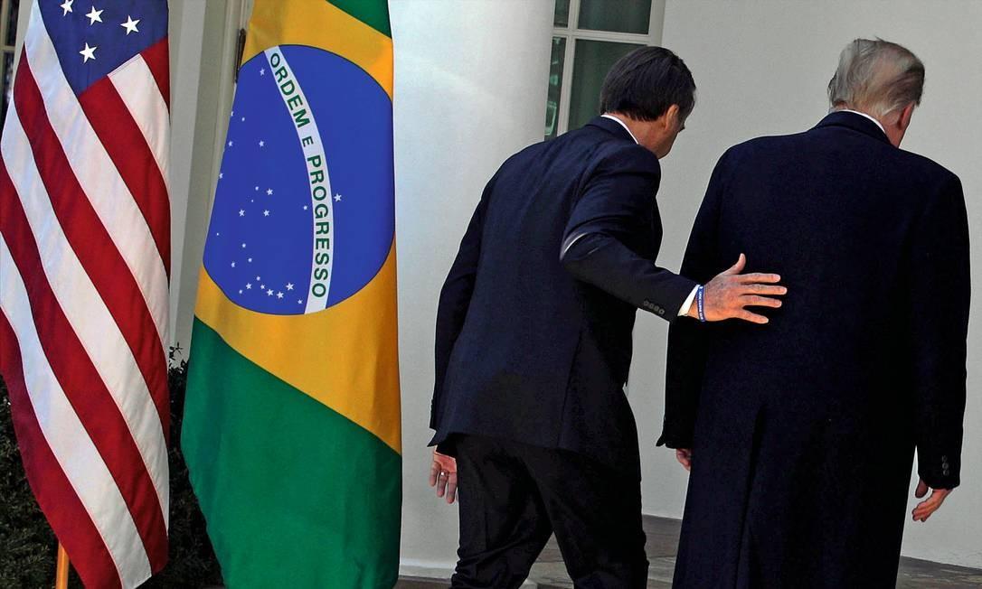 Desde sua primeira visita à Casa Branca, em março de 2019, o presidente Jair Bolsonaro estabeleceu uma diplomacia subserviente e alinhada aos interesses de Donald Trump. Foto: Alex Wong / Getty Images