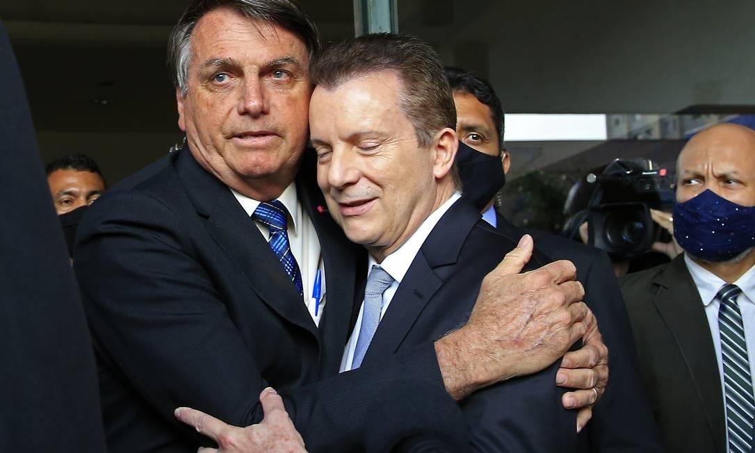Principais apostas de Bolsonaro nas duas maiores capitais do país, Celso Russomanno (à direita), em São Paulo, e Marcelo Crivella, no Rio de Janeiro, amargavam números desanimadores. Foto: Edilson Dantas / Agência O Globo
