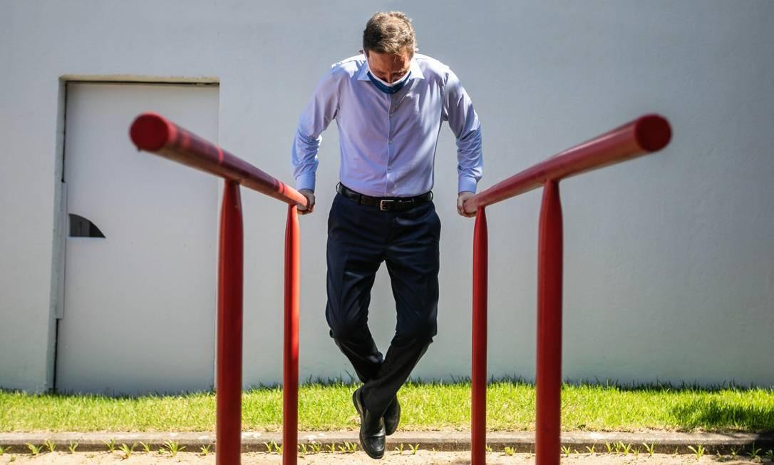 Russomanno terminou em quarto lugar na capital paulista com 10% dos votos válidos. O prefeito do Rio, Marcelo Crivella (na foto), candidato à reeleição, conseguiu ir para o segundo turno, mas aparece muito atrás de Eduardo Paes na primeira pesquisa divulgada na terça-feira 17. Foto: Brenno Carvalho / Agência O Globo