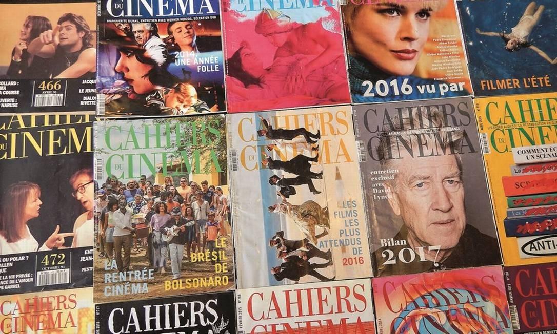 """Edições da """"Cahiers du Cinéma"""". A revista foi relançada em junho na França, depois da mudança de dono e de uma nova estratégia digital. Foto: Rennan Setti / Agência O Globo"""