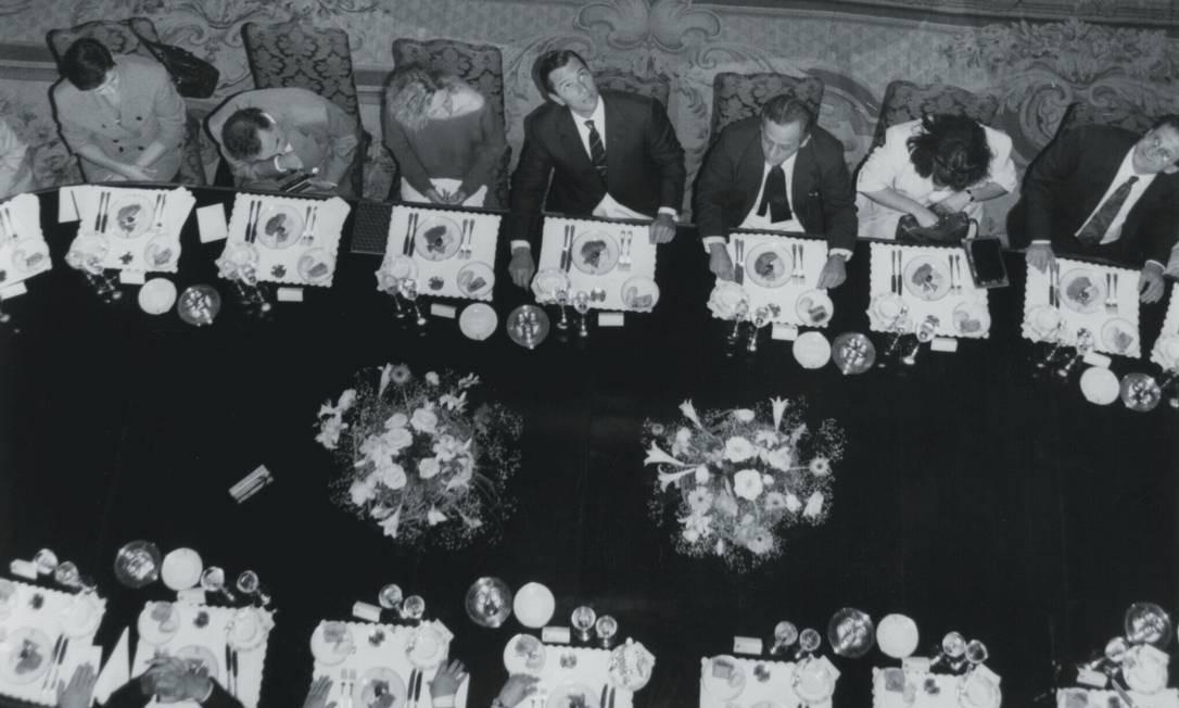 Às 17 horas da sexta-feira 13 de dezembro de 1968, o marechal Arthur da Costa e Silva sentou-se à cabeceira da mesa de mármore preta e comandou a reunião do Conselho de Segurança Nacional que decretou o AI-5. Foto: Arquivo / Agência O Globo