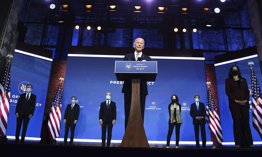 """""""Vamos começar o trabalho para curar e unir os Estados Unidos e o mundo"""", disse Joe Biden ao apresentar seus escolhidos. Foto: Chandan Khanna / AFP"""