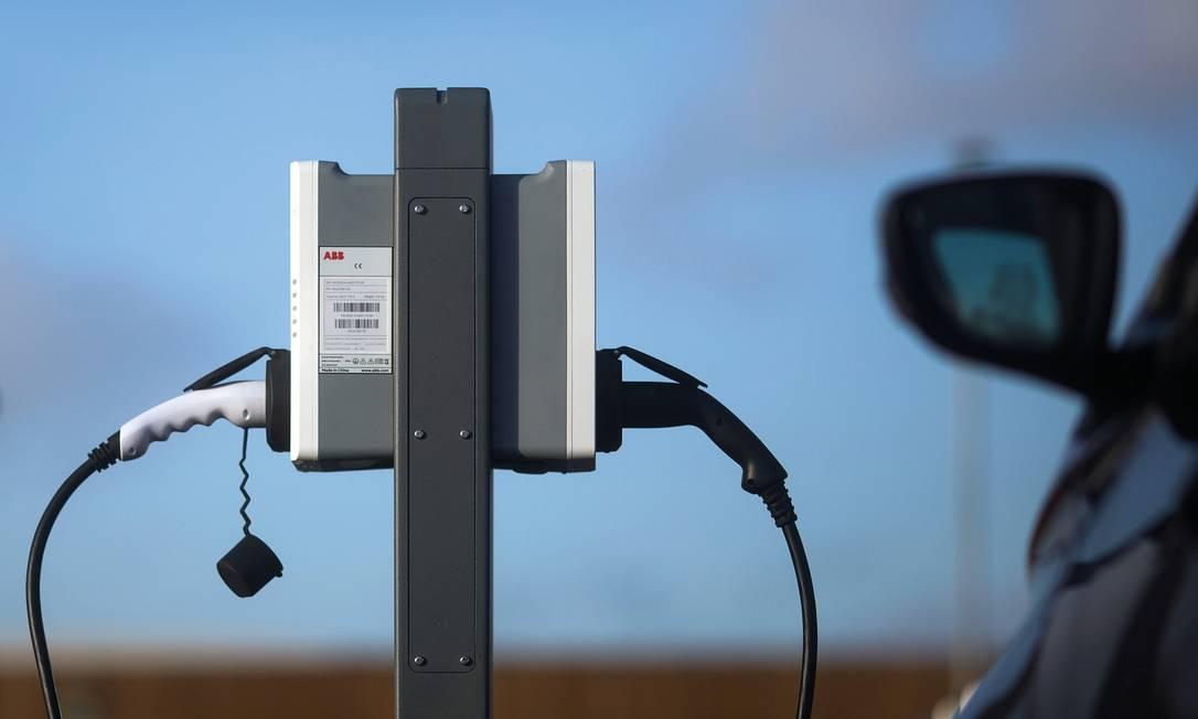 Um dos setores que deverão ganhar um novo impulso com o plano ambiental de Joe Biden é o de carros elétricos. Foto: Chris Ratcliffe / Bloomberg / Getty Images
