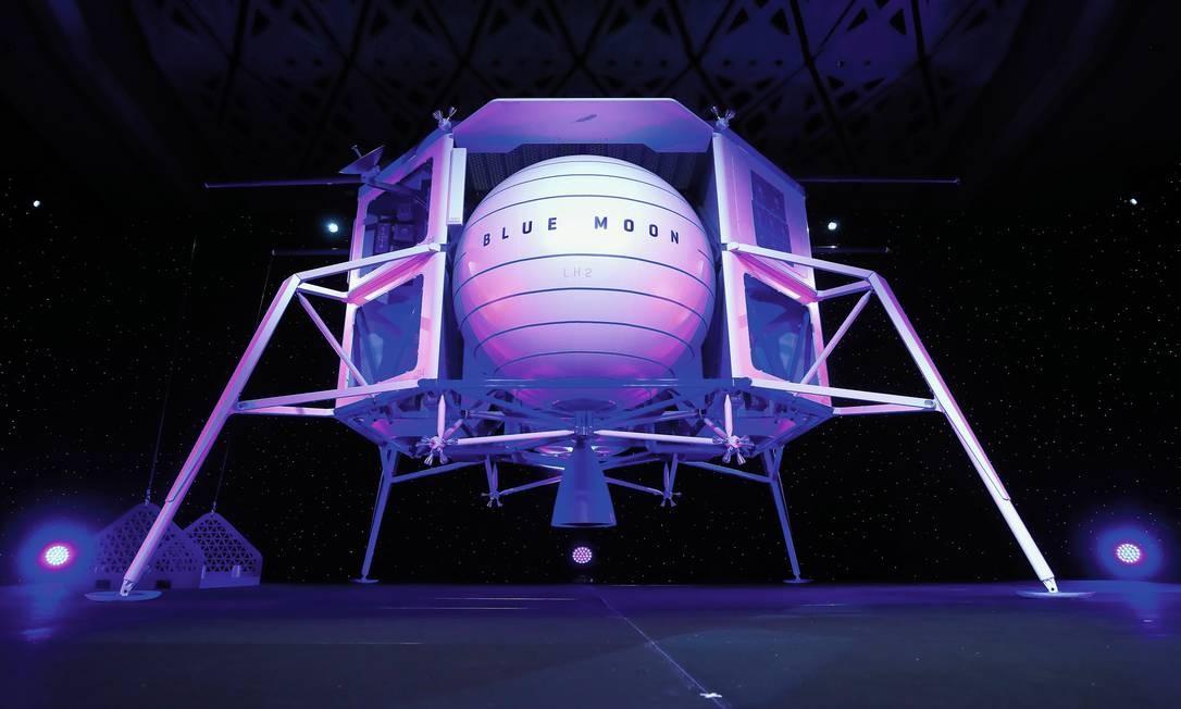 Em maio de 2019, Jeff Bezos, proprietário da Blue Origin, apresentou o protótipo do módulo de pouso lunar chamado Blue Moon, durante um evento em Washington. Foto: Mark Wilson / Getty Images