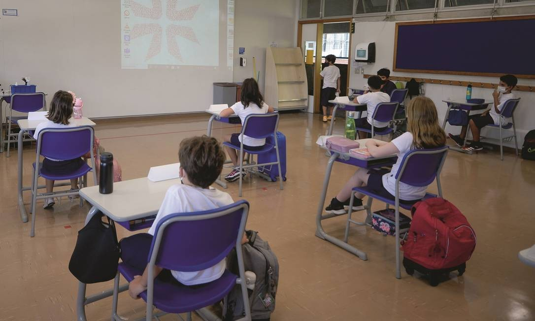 Mesmo em escolas particulares que se adaptaram bem ao ensino remoto em 2020, tem sido alta, neste ano, a adesão de alunos ao sistema híbrido — parte presencial e parte on-line. Foto: Marco Ankosqui / Agência O Globo