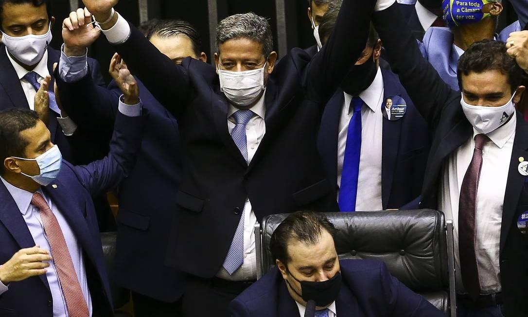Lira fez questão de comemorar o resultado atrás de Rodrigo Maia, que liderava o bloco de oposição a sua candidatura. Foto: Marcelo Camargo / Agência Brasil
