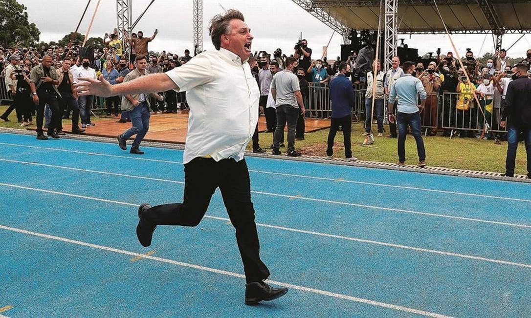 Bolsonaro, o capitão que planejou um atentado terrorista e defende torturador, não ressuscita o antigo modelo de machão, mas inaugura outro tipo, o macho ornamental. Foto: Isac Nóbrega / PR