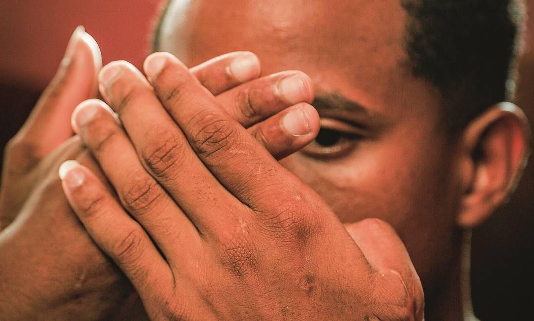 Um padeiro, sobrevivente da chacina no Complexo do Salgueiro, em São Gonçalo, reconheceu os uniformes das Forças Especiais do Exército. Foto: Roberto Moreyra / Agência O Globo