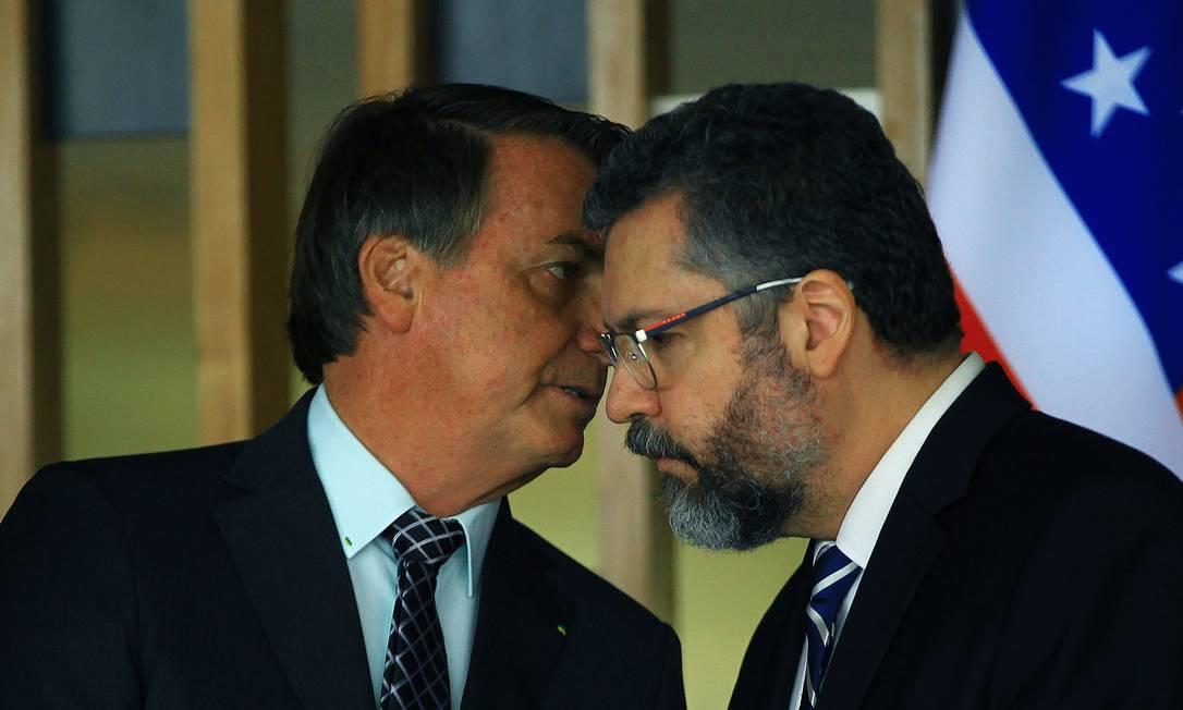 Jair Bolsonaro e Ernesto Araújo. Foto: Jorge William / Agência O Globo