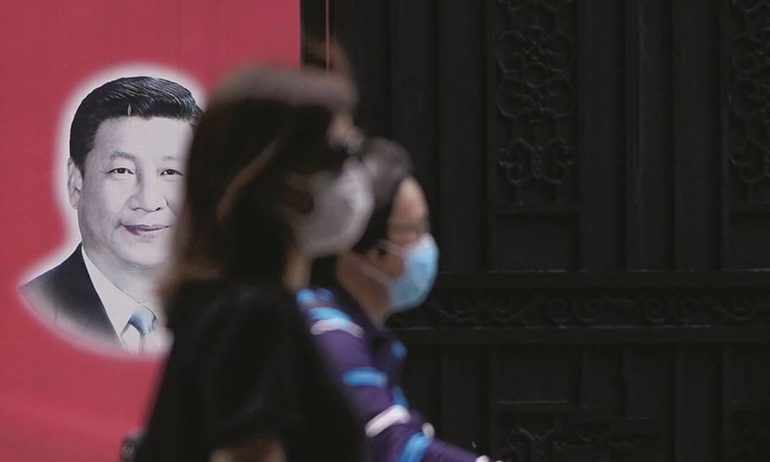 A diplomacia adotada pelo presidente da China, Xi Jinping, tenta afastar, com o fornecimento de equipamentos e vacinas, as acusações de que uma irresponsabilidade do país em Wuhan permitiu a disseminação mundial do vírus. Foto: Aly Song / Reuters