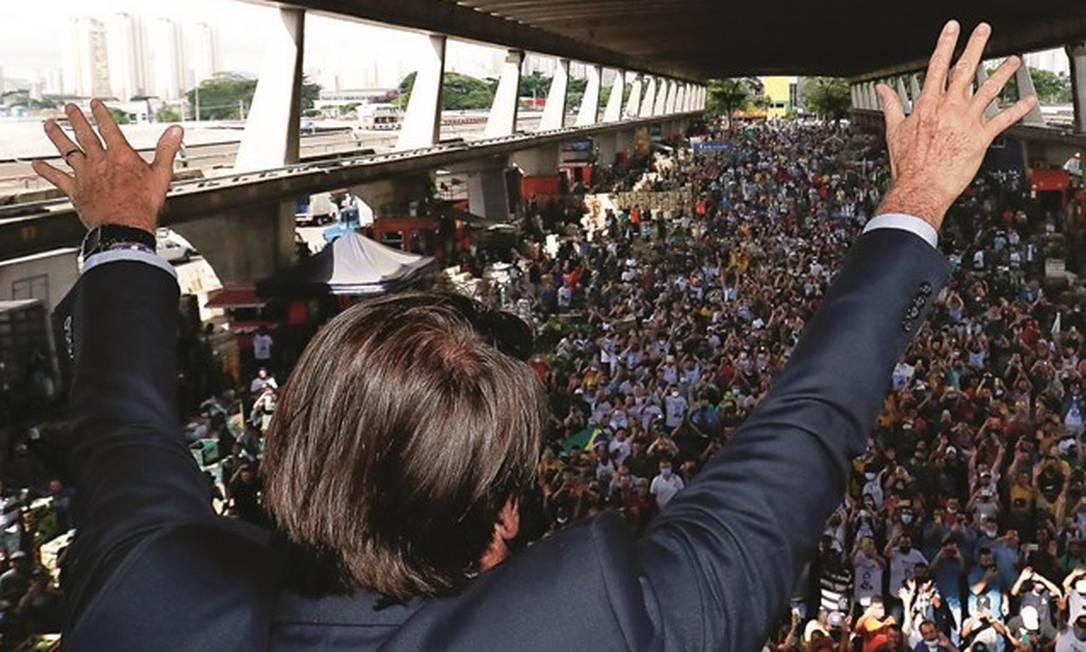 Jair Bolsonaro, à frente de um governo que nunca sai do palanque, fala a seus apoiadores em São Paulo. Foto: Alan Santos / PR