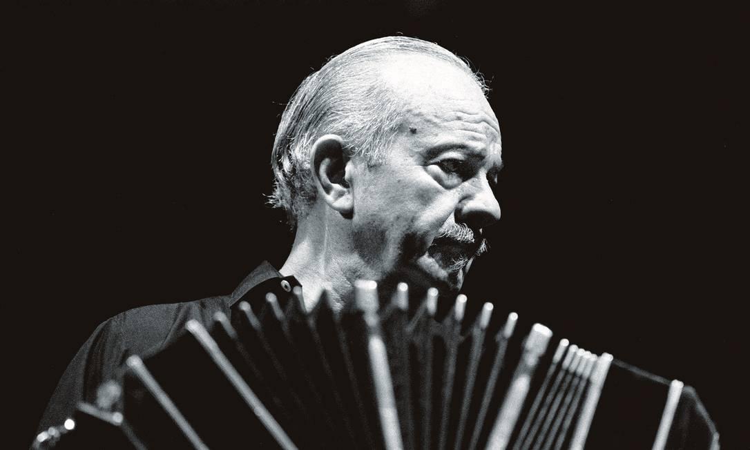 Astor Piazzolla deu nova vida ao tango com sua releitura recheada de jazz. Foto: STF / AFP / Getty Images
