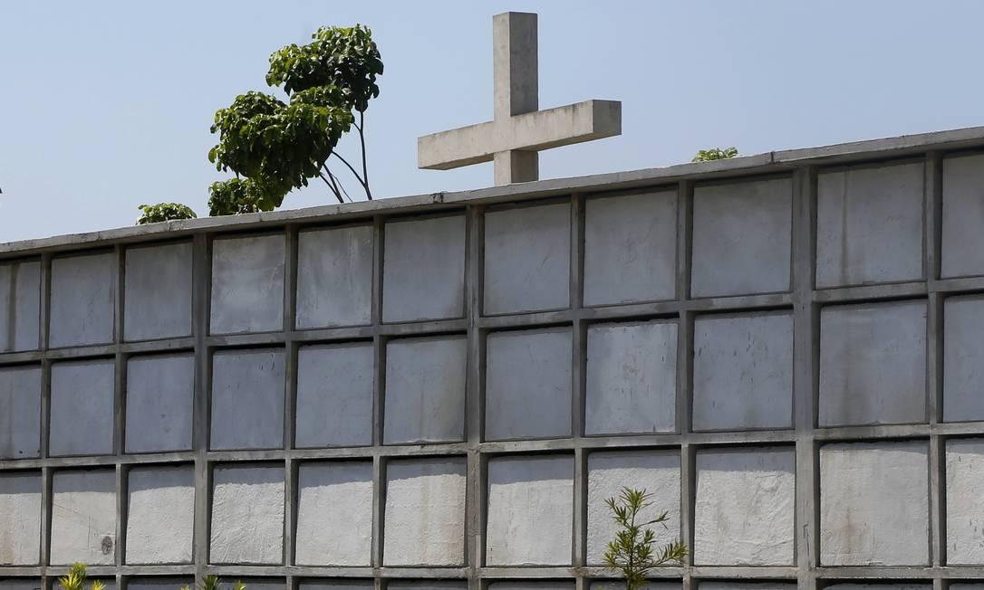 Assim como o personagem Odorico Paraguaçu, o prefeito da cidade, Washington Reis, usou um cemitério como plataforma eleitoral. Foto: Fabio Rossi / Agência O Globo