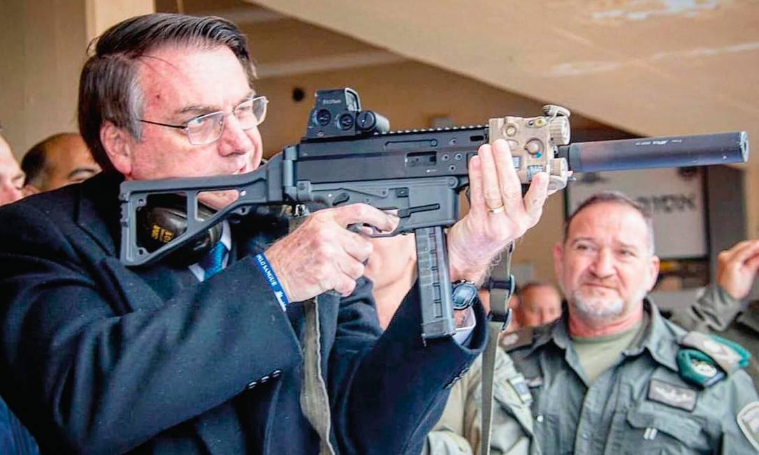 Bolsonaro quer mais armas, mas a população majoritariamente quer o contrário. Foto: Reprodução