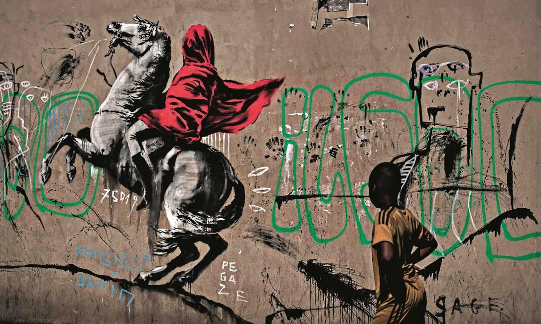Obra do artista de rua Banksy, em Paris. Foto: Philippe Lopez / AFP