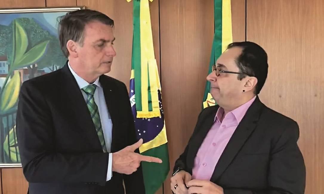 O senador Jorge Kajuru (sem gravata) gravou conversa em que o presidente defende o impeachment de ministros do STF e a divulgou nas redes sociais. Foto: Reprodução