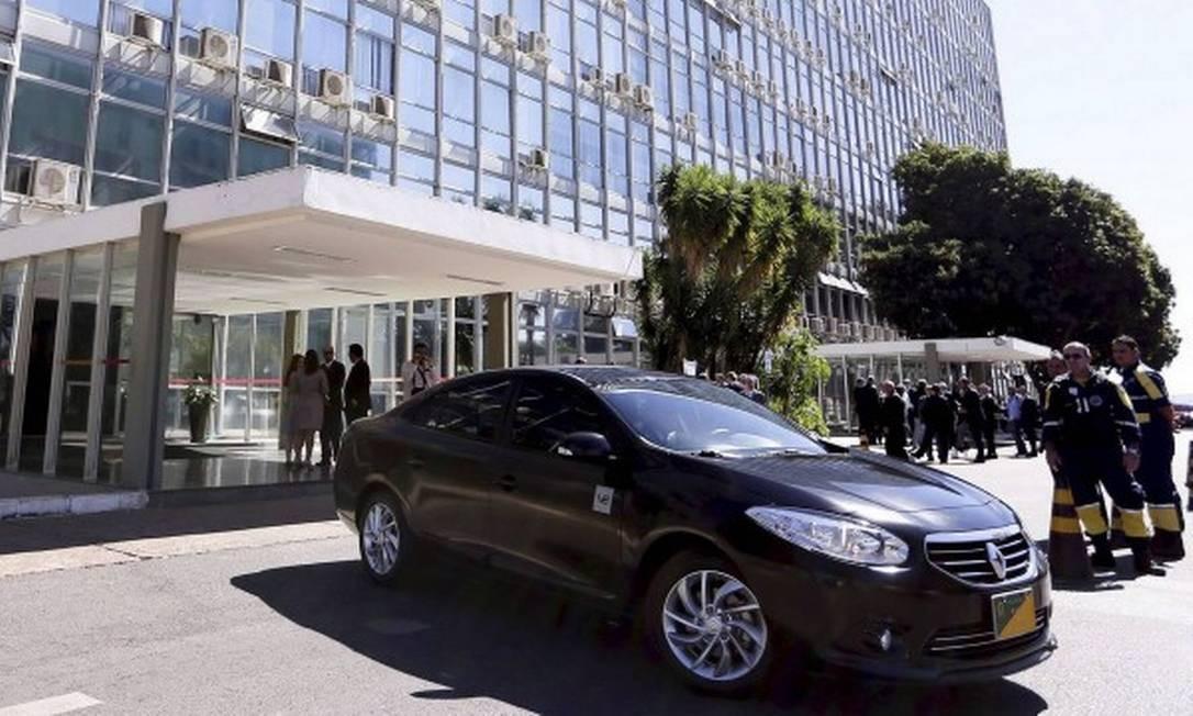 CMO mantém trecho que permite carro oficial a Dilma Rousseff e Lula Foto: Marcelo Camargo / Agência Brasil