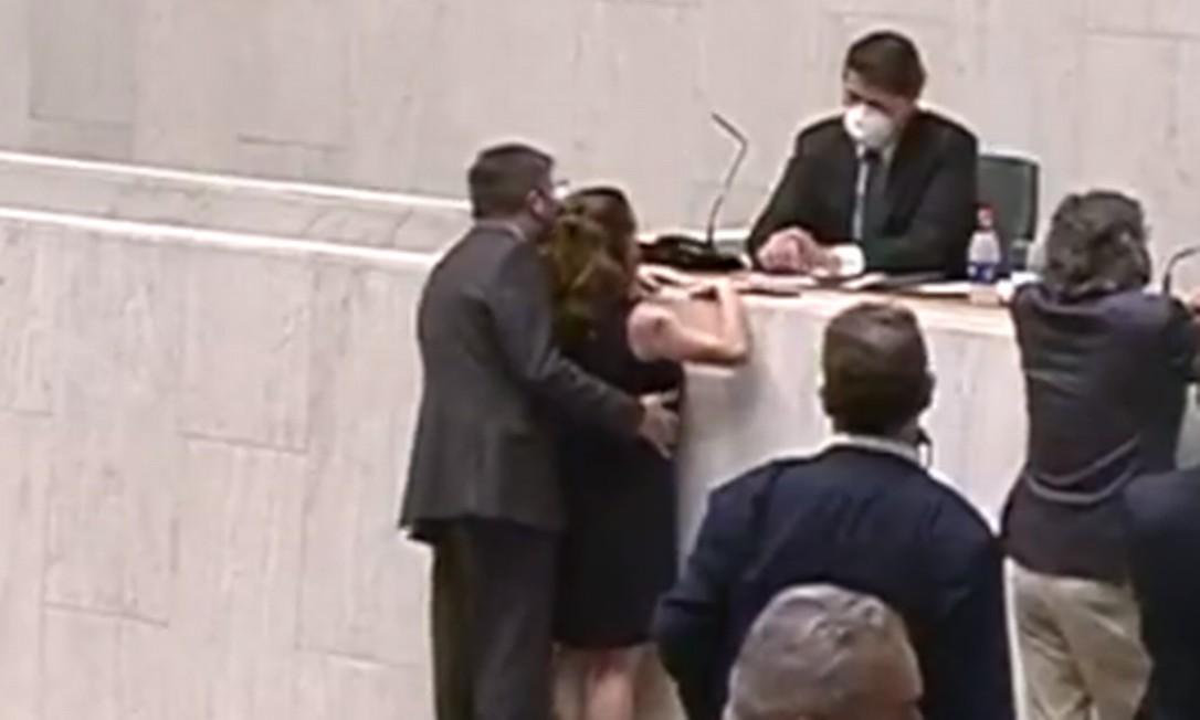 Vídeo da Alesp mostra deputado Fernando Cury passando a mão em deputada Isa Penna Foto: Reprodução