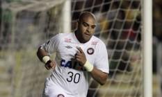 Adriano marcou seu primeiro gol pelo Atlético-PR, encerrando um jejum de mais de dois anos, mas o time brasileiro foi eliminado na Libertadores Foto: GASTON BRITO / REUTERS