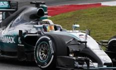 Hamilton na pista da Malásia: 40ª pole Foto: Olivia Harris / REUTERS