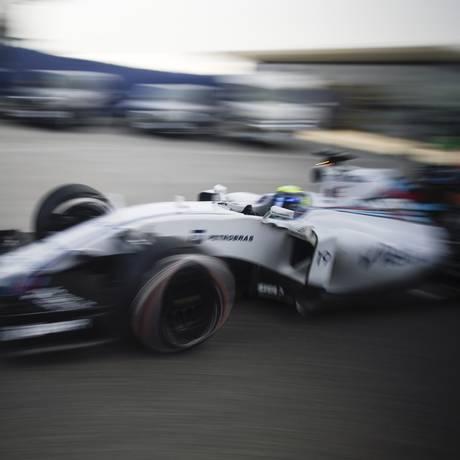 Felipe Massa durante o treino classificatório para o GP da China Foto: FRED DUFOUR / AFP