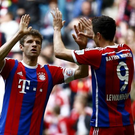 Müeller e Lewandowski marcaram para o Bayern Foto: KAI PFAFFENBACH / REUTERS