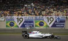 Felipe Massa passa em frente à faixa de apoio na China Foto: Mark Schiefelbein / AP