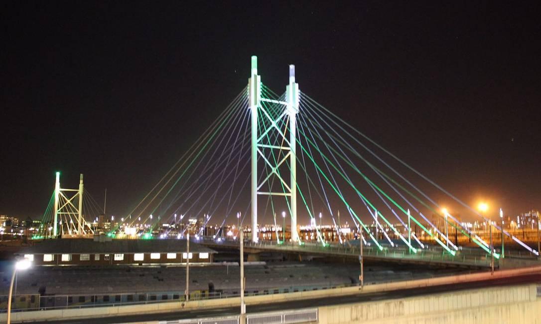 Homenagem aos Jogos Olímpicos Rio-2016 na Ponte Nelson Mandela, em Johannesburgo Divulgação / Ministério das Relações Exteriores