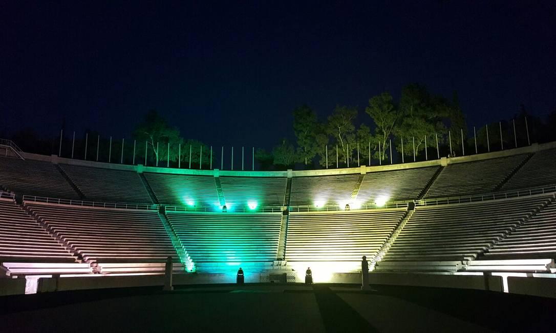 O Estádio Panatenaico, em Atenas, na Grécia também ficou verde e amarelo Divulgação / Ministério das Relações Exteriores