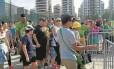 Longa fila se forma diante do Parque Olímpico: a demora nas revistas levou algumas pessoas a se atrasarem para as disputas da parte da manhã. O problema acabou fazendo com que a Força Nacional reduzisse rigor na inspeção