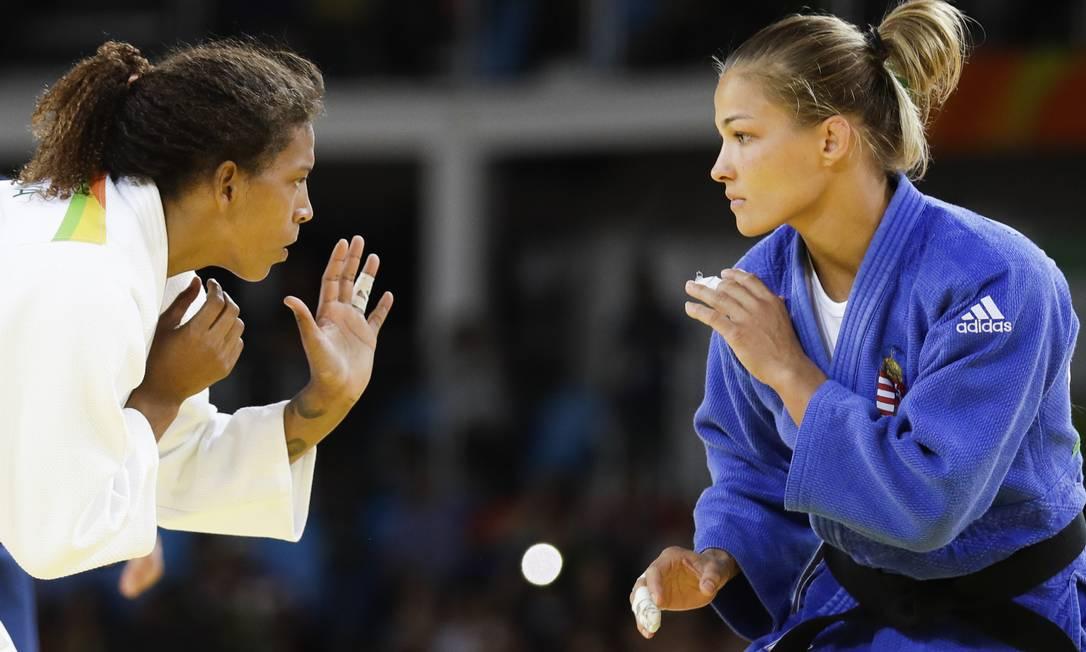 Rafaela Silva (à esquerda) e a húngara Hedvig se envolveram em episódio polêmico nos Jogos de Londres (2012). Na ocasião, a brasileira foi desclassificada Markus Schreiber / AP