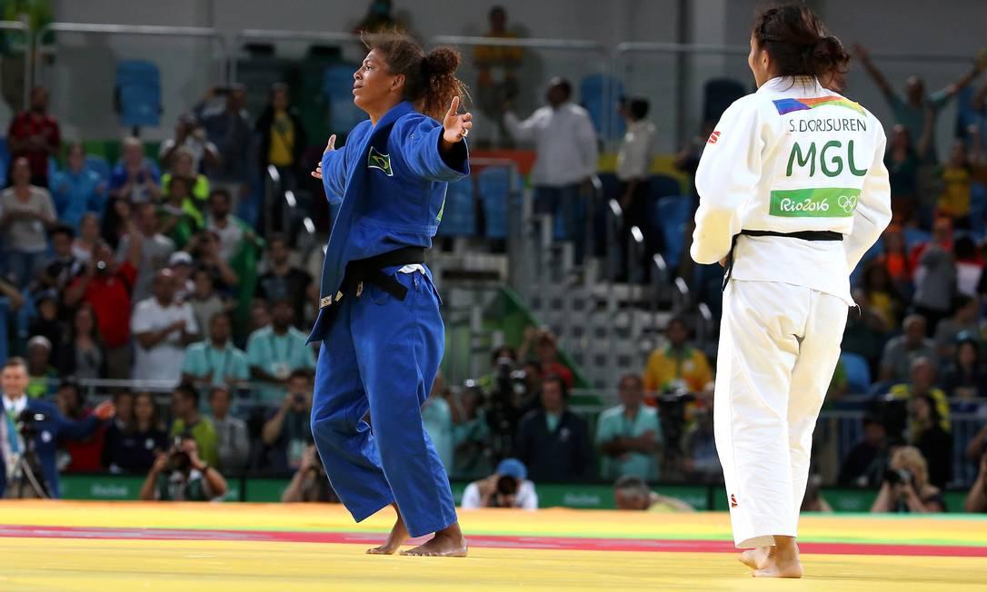 Rafaela Silva ganha a medalha de ouro ao derrotar a atleta da Mongólia Sumiya Dorjsuren Marcelo Theobald / Agência O Globo