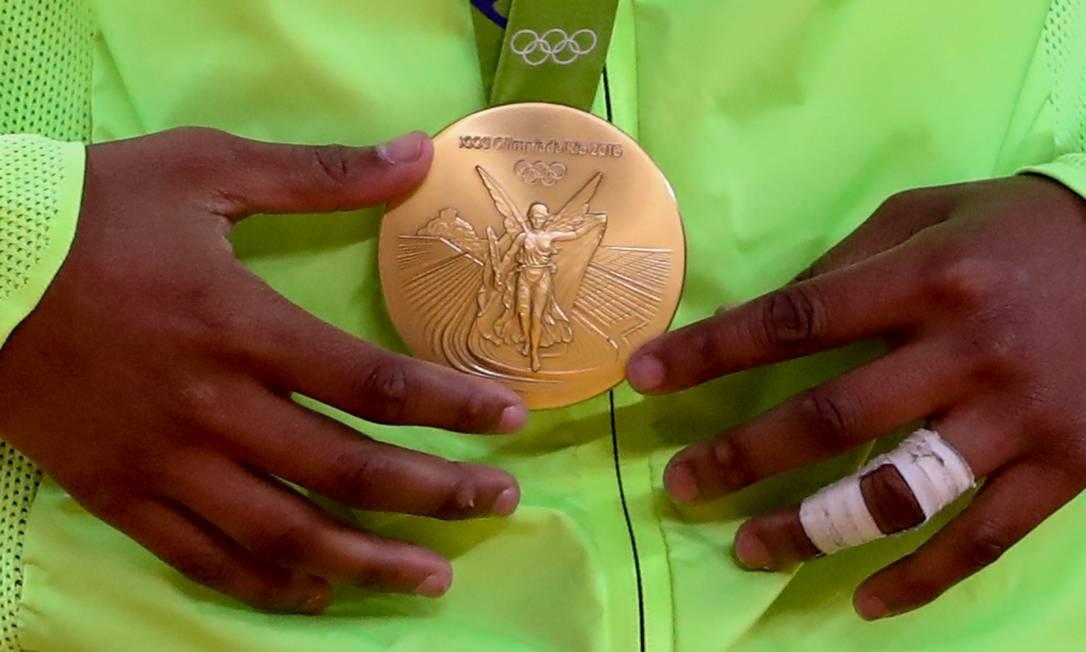 A medalha de ouro da judoca Rafaela Silva Pedro Kirilos / Agência O Globo