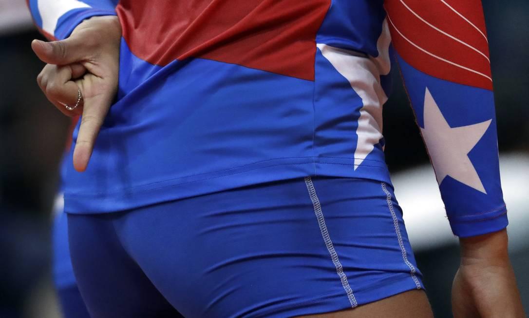 A atleta de Porto Rico, Karina Ocasio, durante partida contra a Sérvia Jeff Roberson / AP